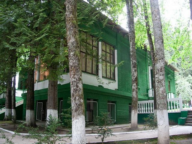 0 883fd 5cc6e02e orig Сталинские дачи в Абхазии